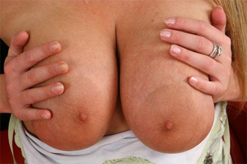 dicke Titten mit großen Brustwarzen